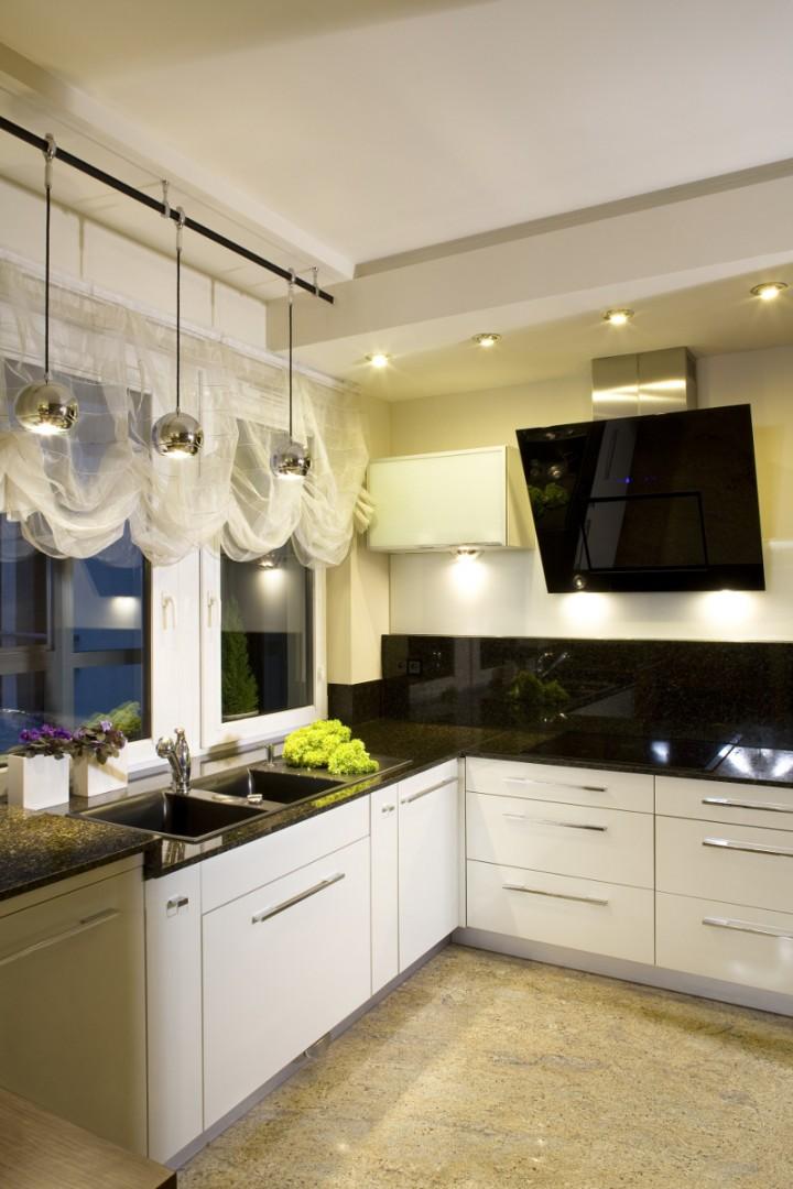 Montaż okapu kuchennego – co trzeba wiedzieć?  Sprzęt RTV   -> Kuchnia Letnia Prawo Budowlane